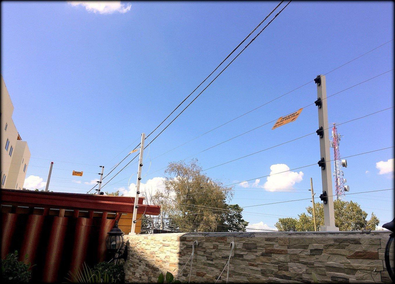 cerco eléctrico o valla electrificada